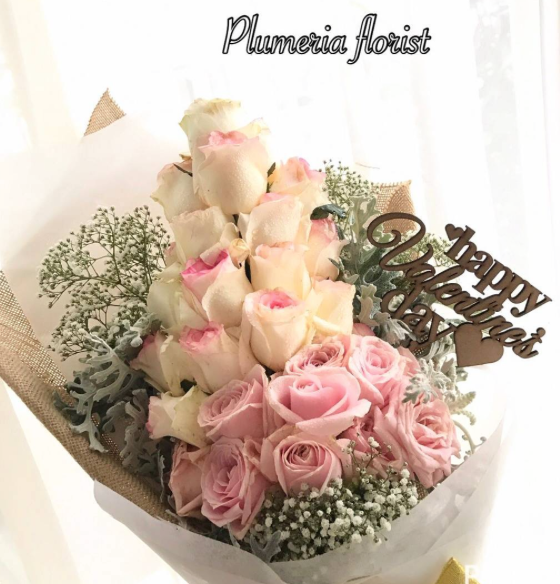 soft roses hand bouquet
